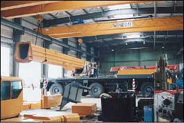 Zwei 12,5 t - Hallenkrane ermöglichen die Montage von schweren und großen Bauteilen